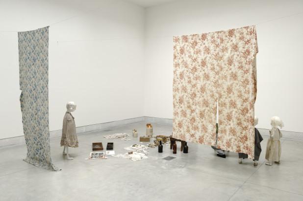 Cathy Wilkes_Ausstellungsansicht Biennale Venedig