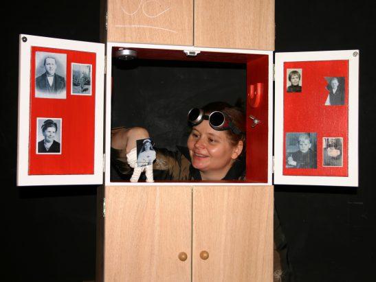 Frau Wassily sieht blau 2 (c) Simone Speh